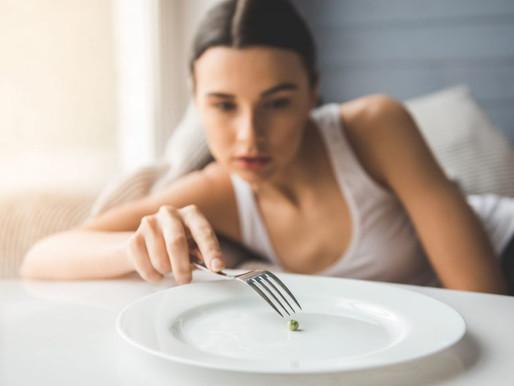 Transtornos alimentares associados às vítimas de bullying e usuários de drogas na adolescência