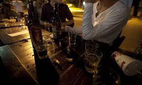 Quanto mais locais para consumo de álcool no bairro, maior o uso desta substância por adolescentes
