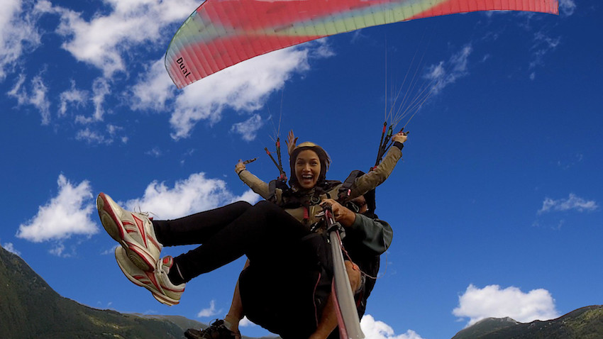 fly-with-como-lake-paragliding