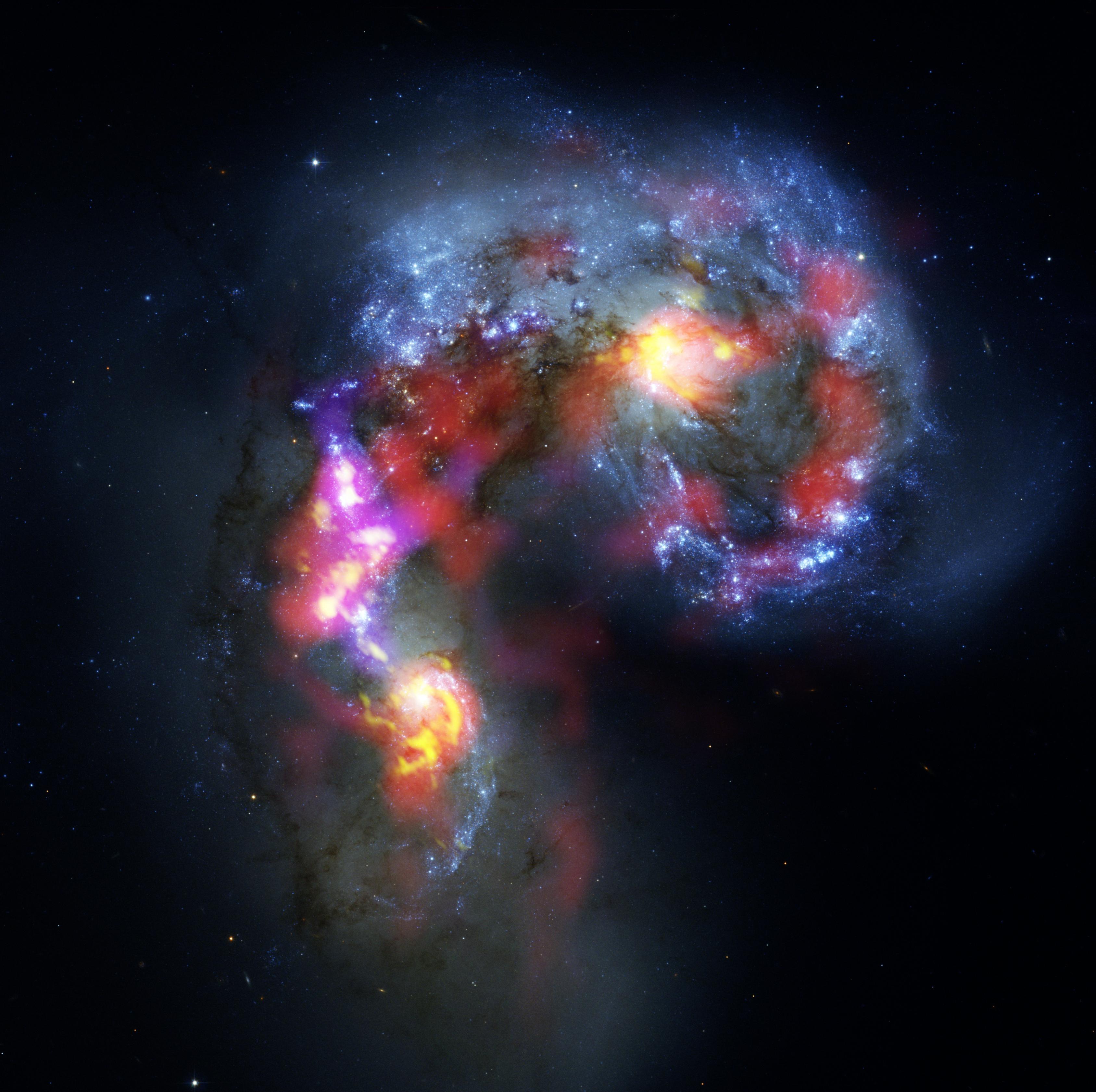 ALMA Image Antennae galaxies collide