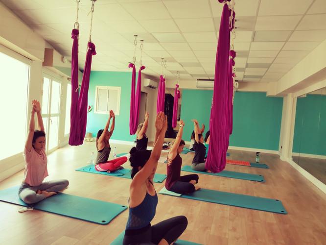Yoga suspendu ou Fly Yoga.jpg