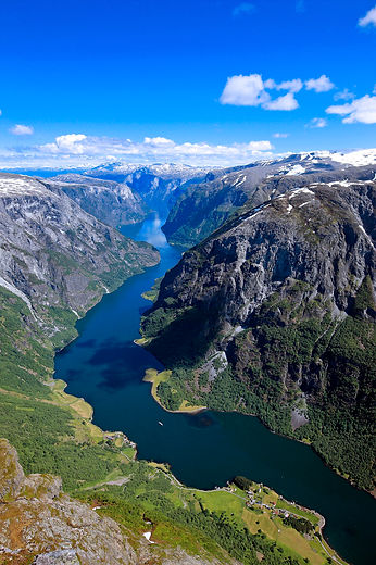 tarandro-the-naeroyfjord-hm-copyright.jpg