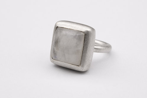 Silver moonstone Mox ring