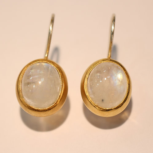 Oval moonstone earings