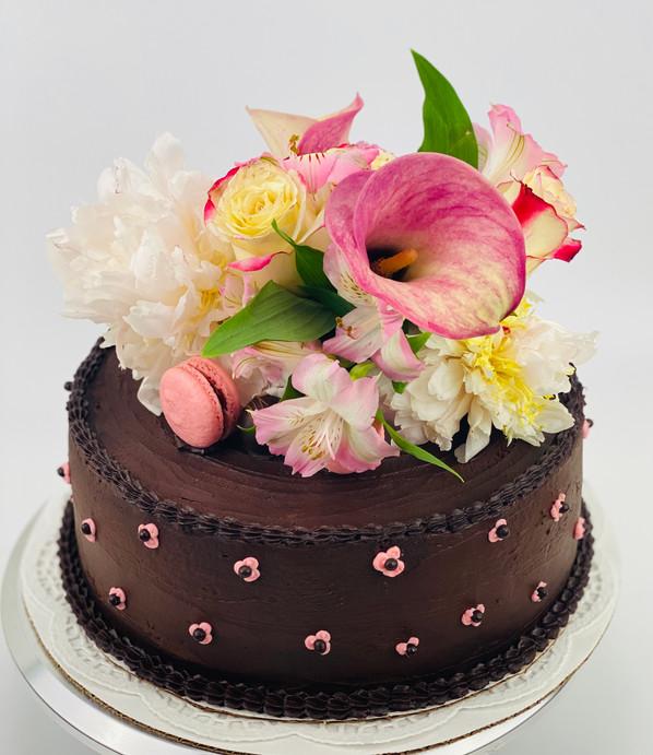 Fresh pink flower cake