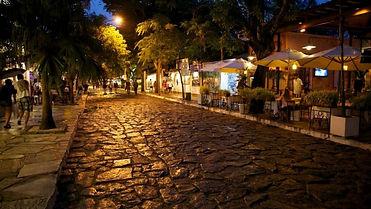 Rua-das-pedras_Búzios-1-768x433.jpg