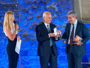 """Il Premio Cimitile alla Biblioteca Nazionale di Napoli, per presentare il libro """"Il luogo degli spec"""
