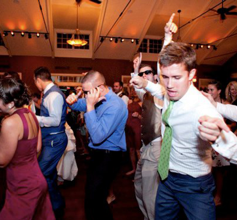 wedding guests dancing at one of our top 5 weddings to dj