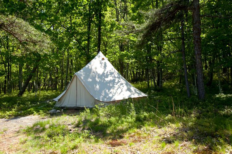 20' tent outside