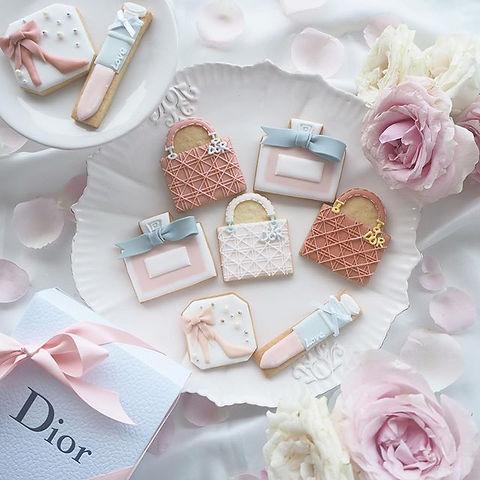 【お知らせ】次回のレッスンの_Dior風クッキー🌸💗👛💕_._._女の子