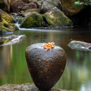 stone ballence pad full.jpg