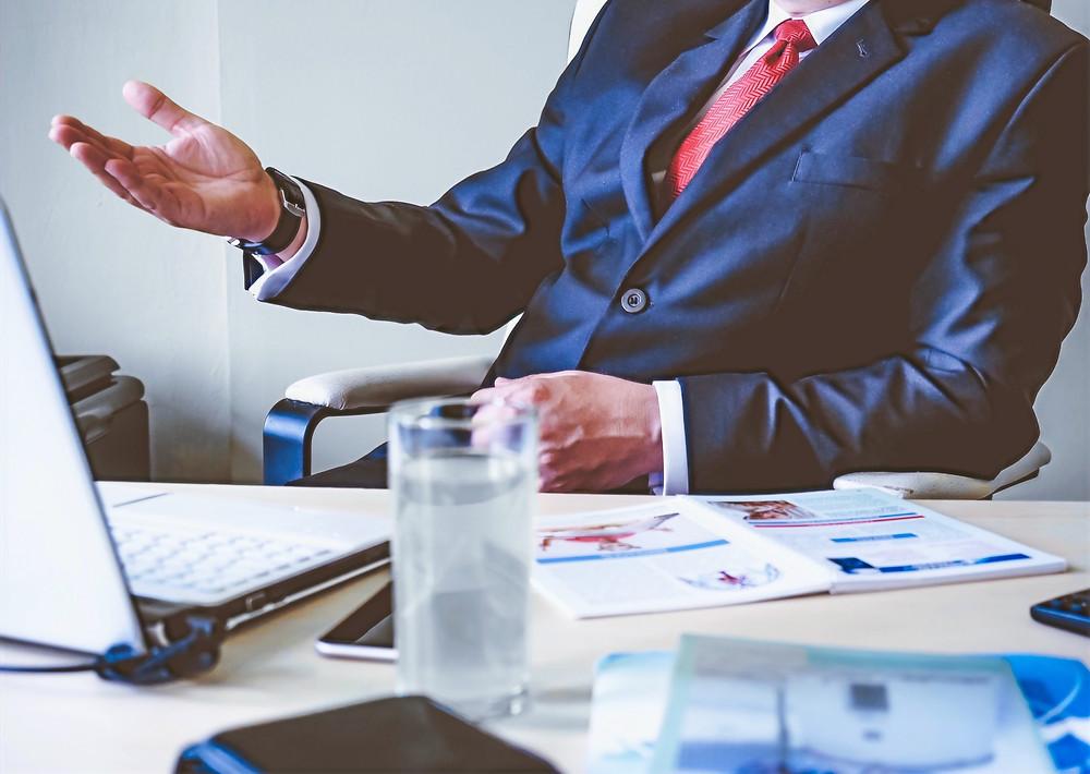Traje negocios videollamada videoconferencia empresa