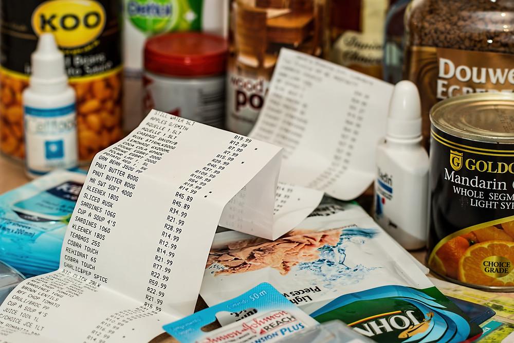 Lista de la compra de un supermercados con muchos artículos y productos