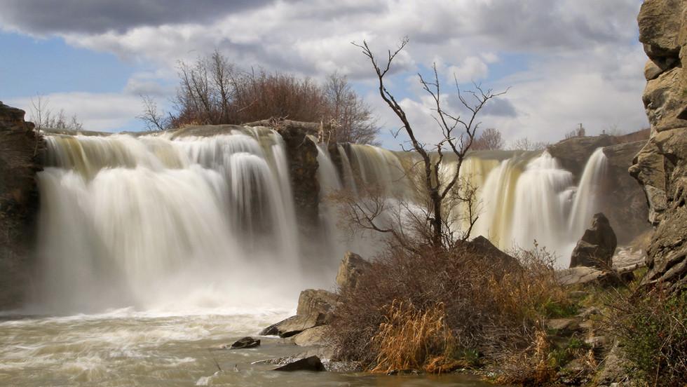 Lundbreck Falls.jpg