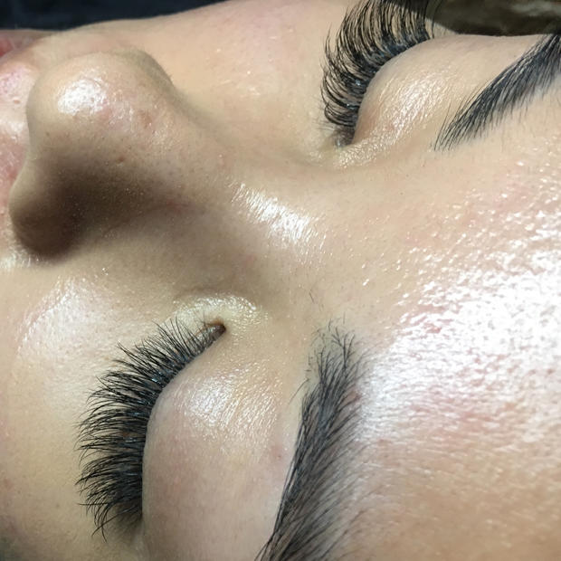 swoop shaped classic lash extensions