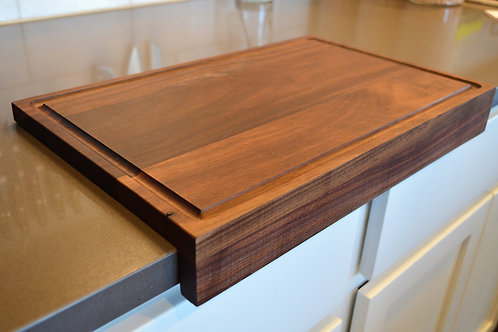 Cutting Board in Walnut