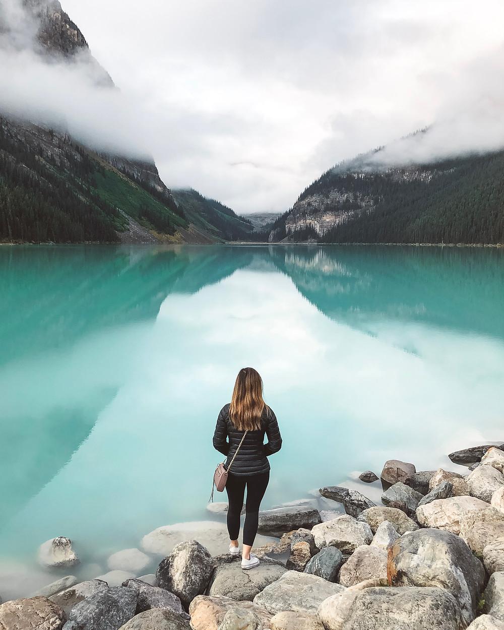 lake louise alberta canada emerald turquoise lake