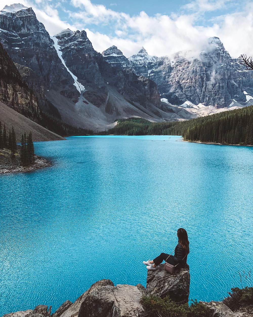 moraine lake alberta canada turquoise blue