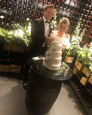 Rachel and David cutting the cake.jpg