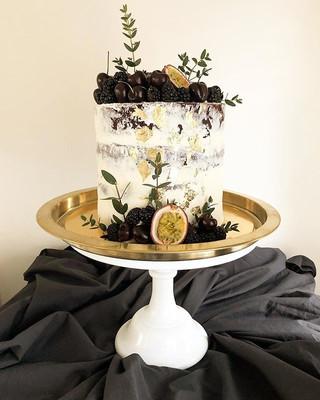 Semi Naked Wedding Cake for a cute weddi