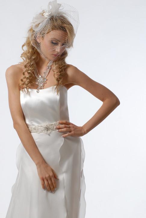 abito da sposa con veletta.JPG
