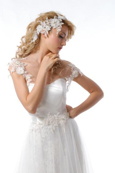 abito sposa con applicazioni.JPG