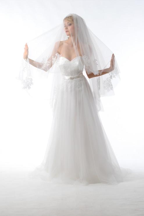 abito sposa con velo.JPG