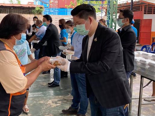 """""""การเคหะแห่งชาติ"""" ร่วมแจกข้าวกล่องที่เคหะชุมชนคลองเตย ชุมชนเทพกุญชร และ โครงการเคหะชุมชนรามคำแหง"""