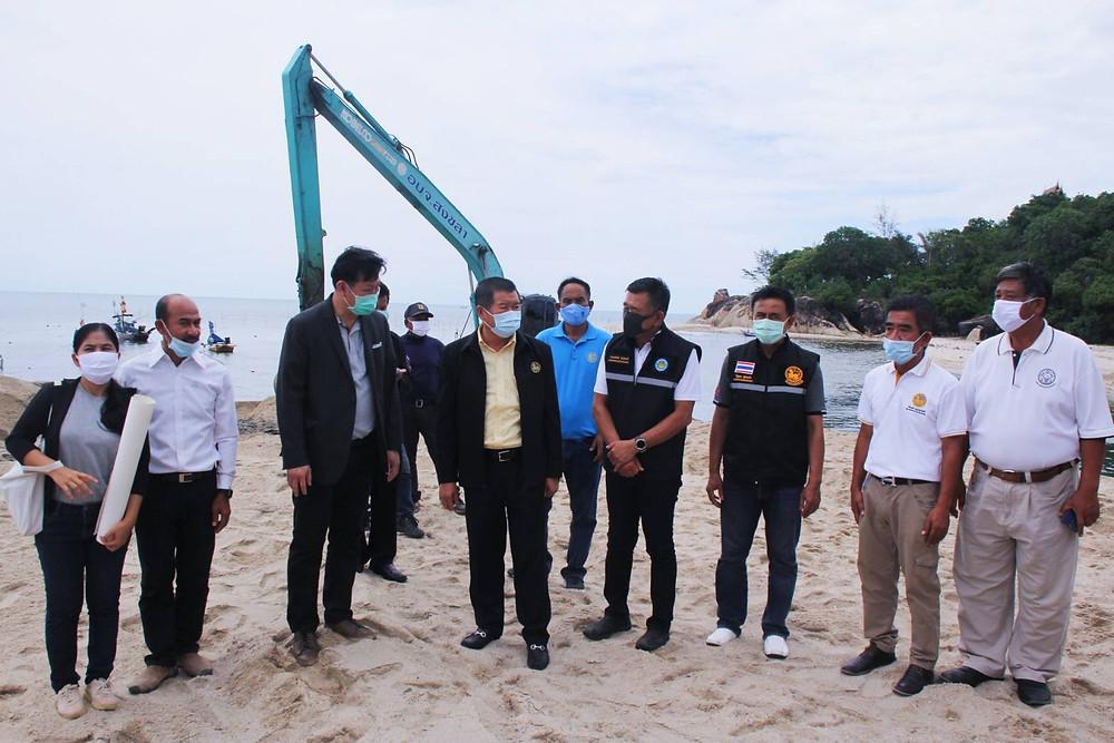 นายนิพนธ์ บุญญามณี รัฐมนตรีช่วยว่าการกระทรวงมหาดไทย (มท.2) ลงพื้นที่ติดตามและรับฟังแนวทางการแก้ไขคลองสำโรง จากเจ้าหน้าที่องค์การจัดการน้ำเสีย