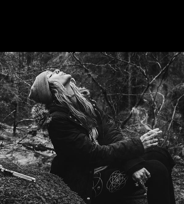 girl_smoking2.png