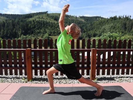 Yoga für kleine Fussballstars