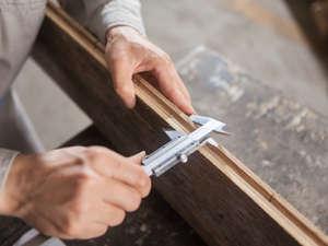 Untersuchung eines Holzbretts