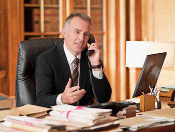 Может ли руководитель подписывать кадровые документы, находясь в отпуске?