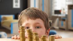 Владимир Путин поручил начать выплаты школьникам досрочно