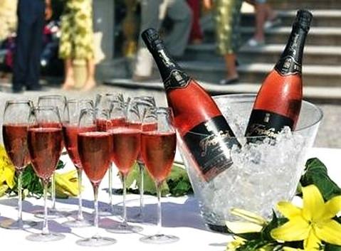Nevíte, kde uspořádat Vaši oslavu, firemní večírek nebo jen společné setkání s přáteli?
