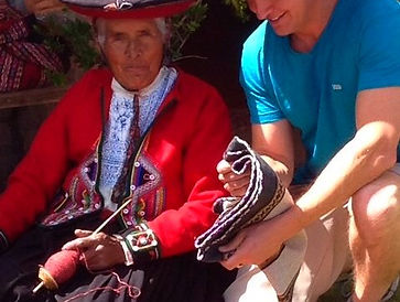 A conversation between Wade and a Quechua lady about the hand made natural textile work they do with alpaca fiber.