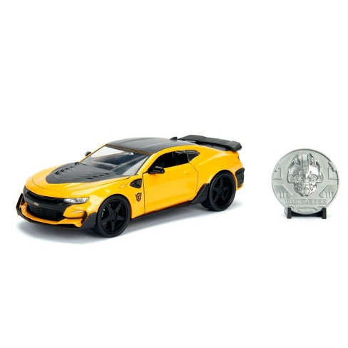 BumbleBee 2016 Chevy Camaro Die-Cast Vehicle with Die-Cast Coin 1:24 Scale