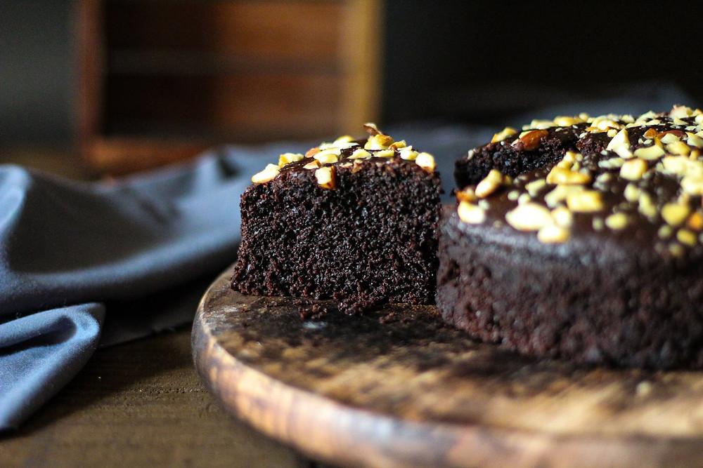 Eggless semolina chocolate cake