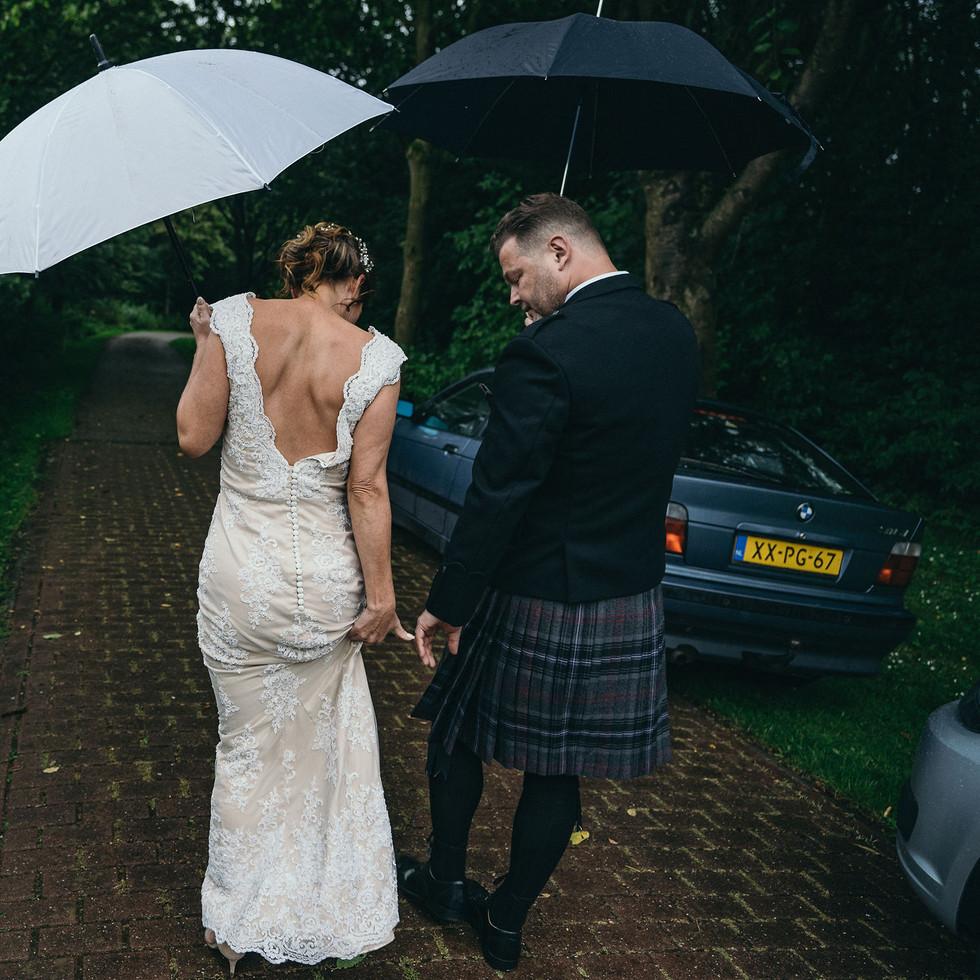 raining-at-the-wedding-blank-and-burnet-photography