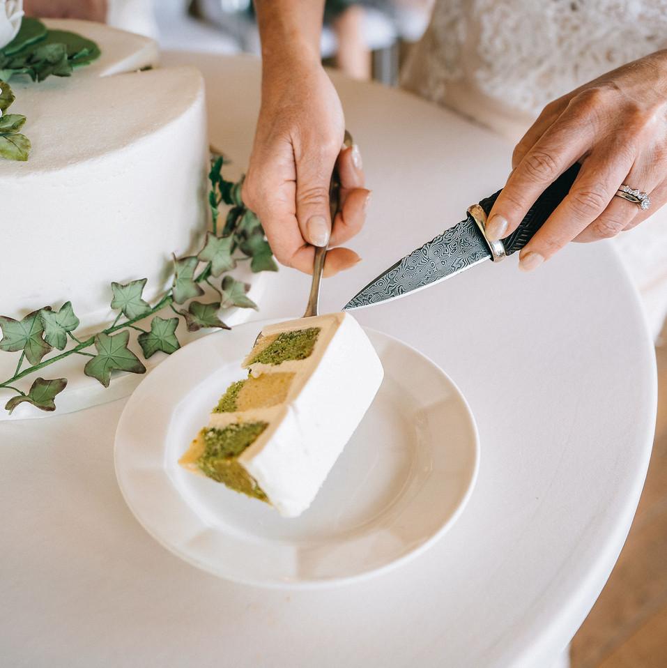 slice-of-wedding-cake-Blank-and-Burnet-Photography