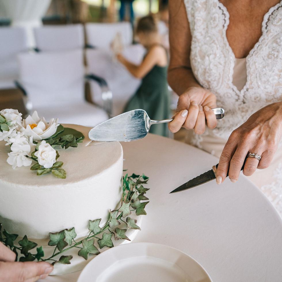 cutting-the-wedding-cake-Blank-and-Burnet-Photography