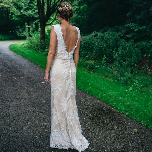 Bridal-dress-in-the-forest-Blank-and-burnet-photography