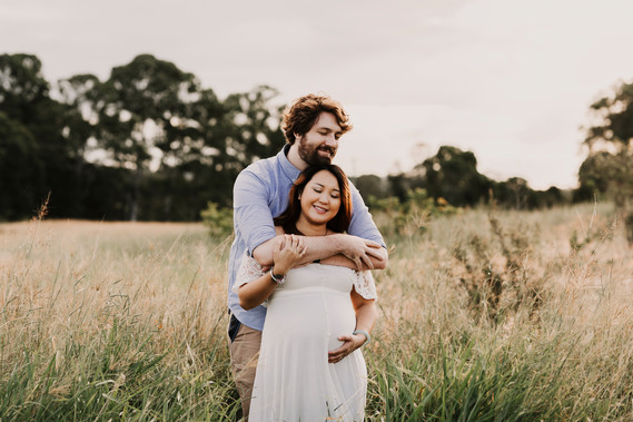 Grassy field maternity Session