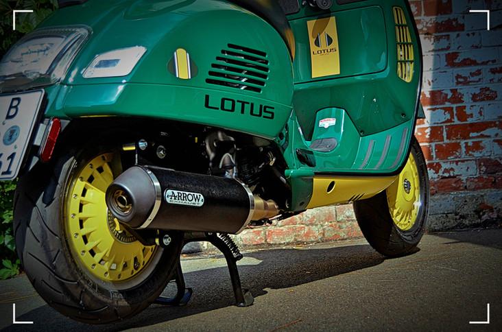 Vespa GTS300 Lotus Racing 7.jpg