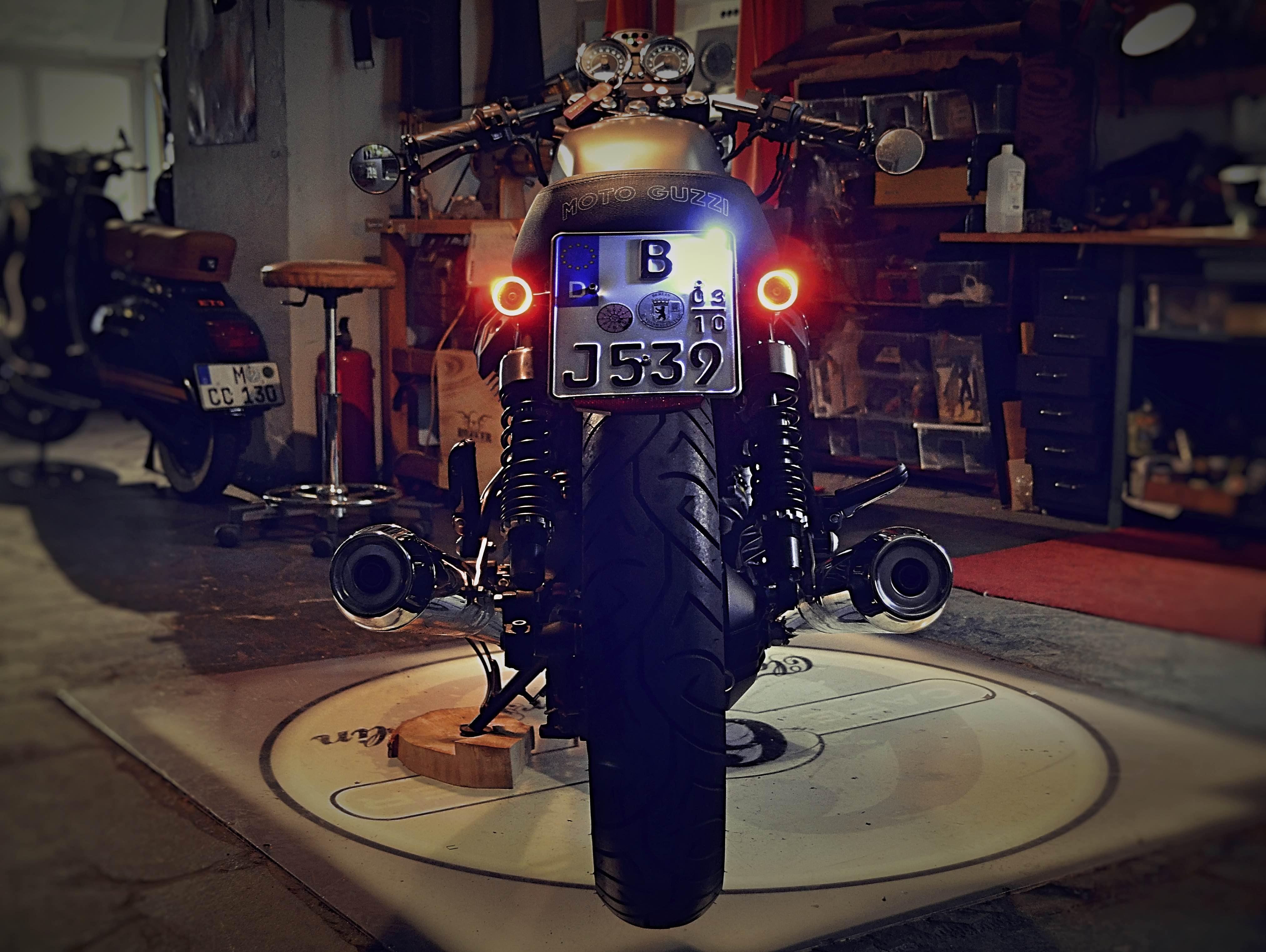 Race IT Cafe • Moto Guzzi V7