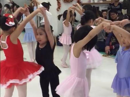 クリスマスソングでバレエの練習をしよう!
