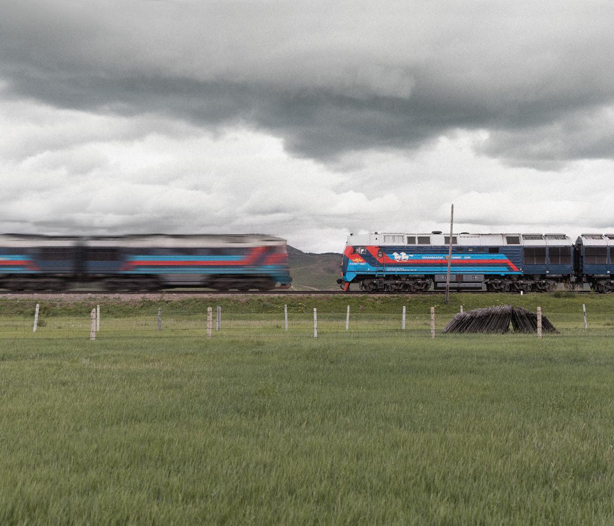 Deux trains se croisent en Mongolie