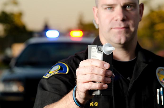 ¿Tengo que someterme a una prueba de alcoholemia (Breathalyzer) si soy detenido por DUI?