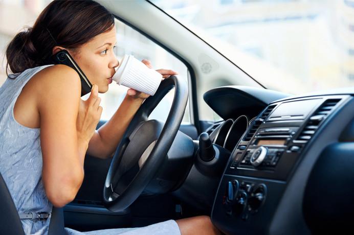 Conducir Distraídamente se ha Convertido en un Problema de Proporciones de Plaga