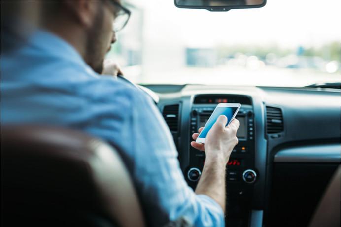 Lo que usted necesita saber sobre los mensajes de texto y la conducción en Florida